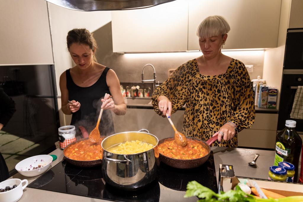 Corina und Anna machen eine leckere Pasta