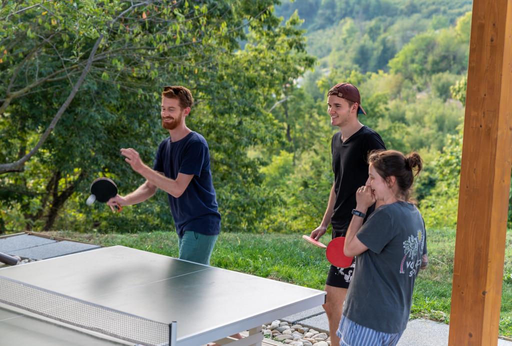Iwan gewinnt im Ping-Pong